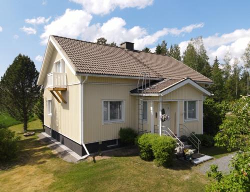 Ulkoverhous- ja kattotöitä Rantavallin perheelle Porin Lattomerellä